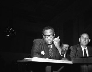 19560613_paul_robeson_before_huac