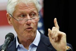 bill_clinton_finger_ap_img2