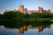 Pembroke_Castle_-_June_2011