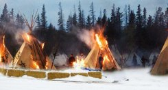 standingrock-policeviolence-letourvoicesecho-indianholocause2017-burningtipis