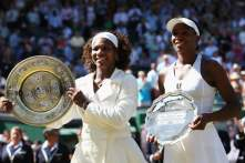 Serena and Venus Williams gettyimages-88818862