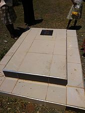 sarah_onyango_home-barack_obama_sr_grave-1